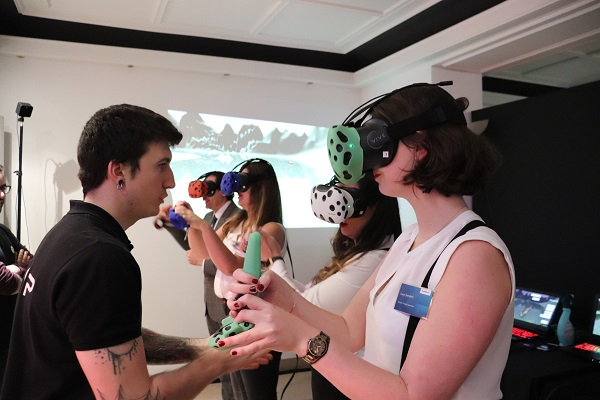 Team-Building entreprise - Team-Building entreprise pour l'entreprise Booking booking (réalité virtuelle, team building, animation, événementiel, virtual reality, vr, digital, technologie, fun, team, cohésion, innovation, Team-Building entreprise)